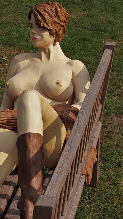 Skulptur June im Park